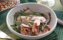 Insalata di porcini, noci, pinoli e rucola
