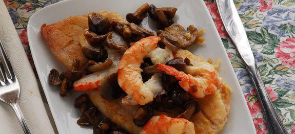 Filetto di pesce con funghi e gamberi