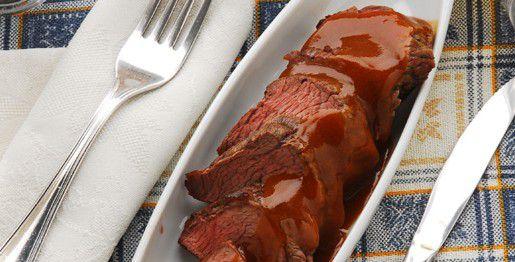 Roast beef in salsa di pomodoro, funghi e peperoni