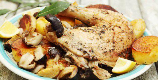Pollo, patate e funghi al forno