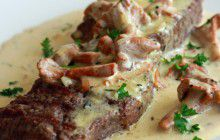 Bistecca di manzo con salsa di gallinacci