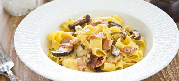 Fettuccine Carbonara con pancetta e funghi
