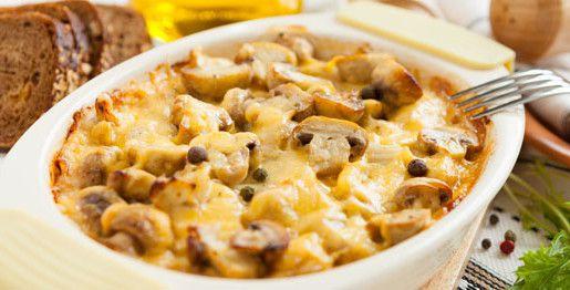 Casseruola con porcini, patate, zucchine e formaggio