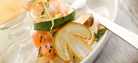 Insalata di carpaccio di salmone con gamberi e funghi ovoli