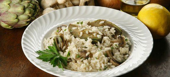 piatto-di-risotto-con-carciofi-e-funghi