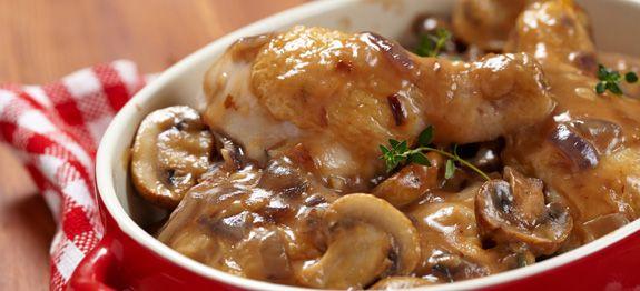 Pollo con funghi champignon